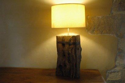 pied de lampe rustique en ch ne ancien base de vieilles poutres r cup r es. Black Bedroom Furniture Sets. Home Design Ideas