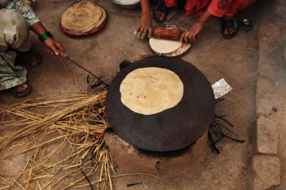 Confection des chapatis Inde